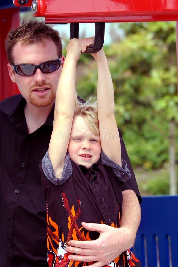 De Het Blonde Kind En Vader Van De Jongen Stock Foto