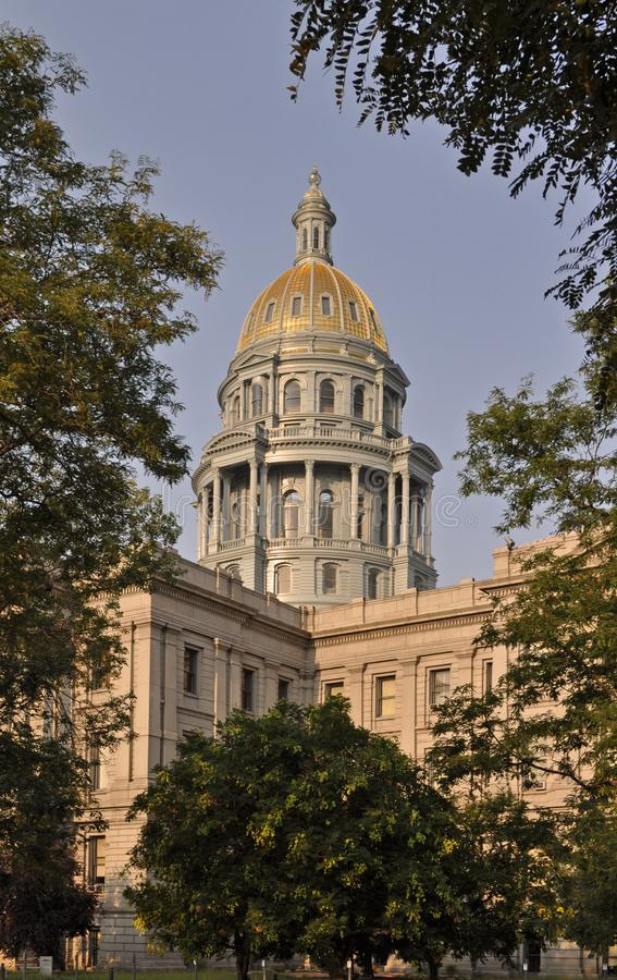 De het Capitoolbouw van de Staat van Colorado met blauwe hemel royalty-vrije stock afbeeldingen