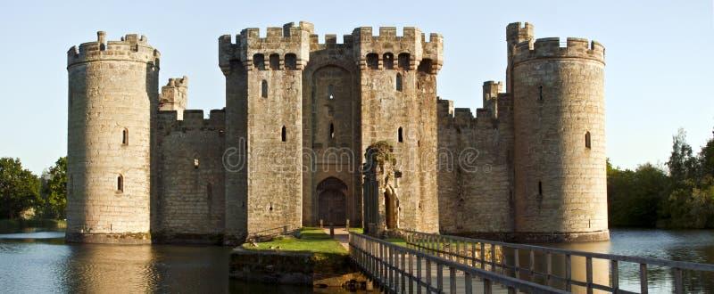 De het historische Kasteel en gracht van Bodiam in Oost-Sussex, Engeland stock afbeeldingen