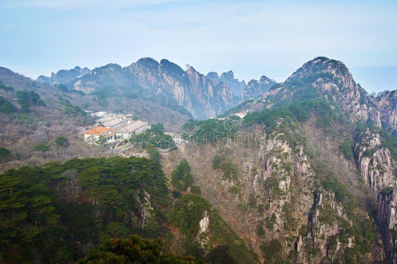De het hotel en heuvels van Beihai royalty-vrije stock afbeeldingen