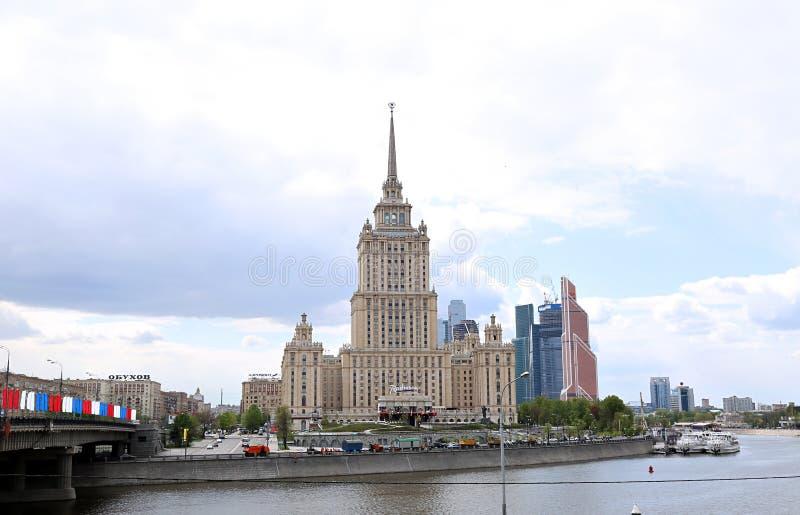 De het Hotelbouw van de Radissonoekraïne in Moskou stock afbeelding