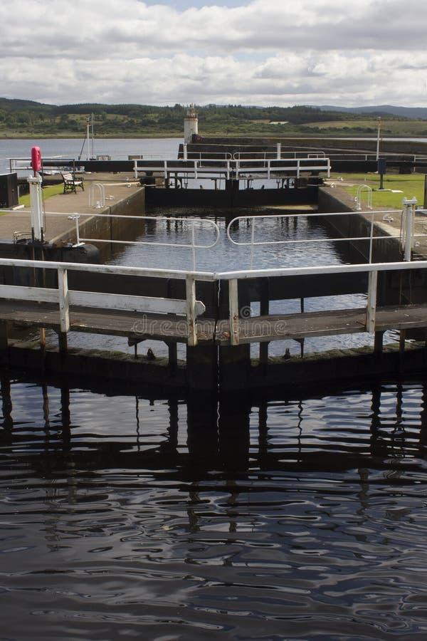 De het kanaal en vuurtoren van Crinan in Loch Fyne royalty-vrije stock foto