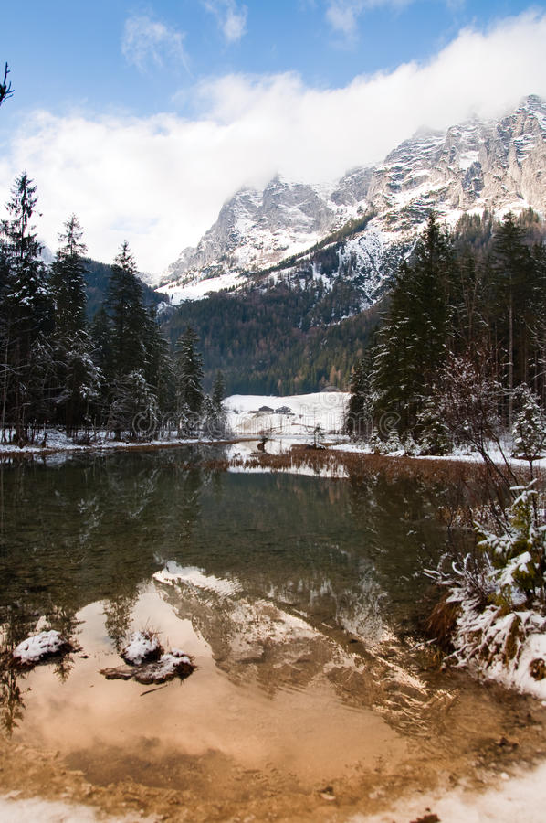 De het meerwinter van de berg lanscape royalty-vrije stock foto's