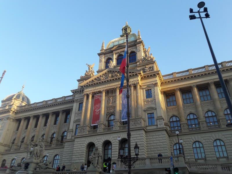 De het museuminauguratie van Praag vernieuwde het gotische standbeeld van ossuariumwevers deathes stock foto's