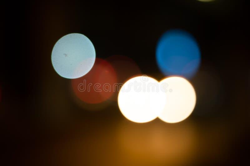 De het onduidelijke beeldachtergrond van Defocusedlichten op de nacht cityDefocused de achtergrond van het lichten bokeh onduidel stock fotografie