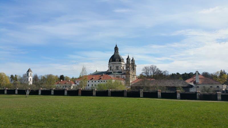 De het Pazaislisklooster en kerk zijn een groot klooster complex in Kaunas, Litouwen royalty-vrije stock afbeelding