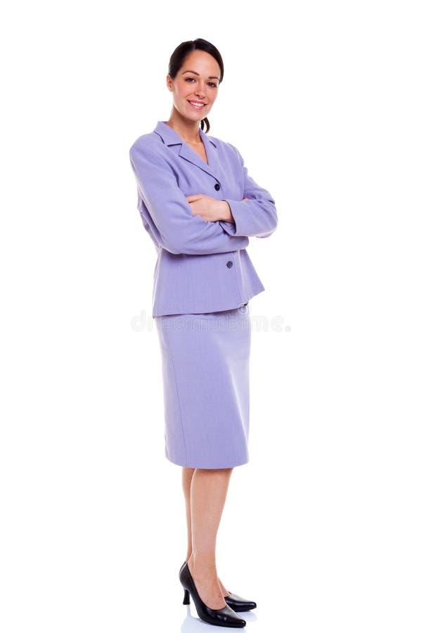 De het portretwapens van de onderneemster vouwden lilac kostuum royalty-vrije stock fotografie