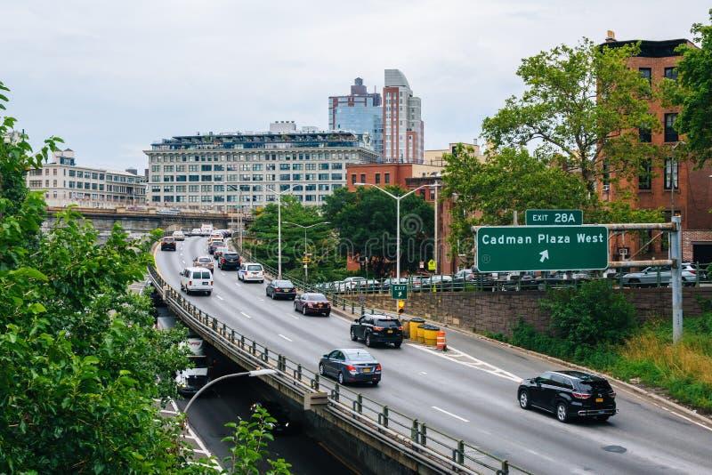 De het Queenssnelweg van Brooklyn, in de Hoogten van Brooklyn, de Stad die van New York wordt gezien royalty-vrije stock afbeelding