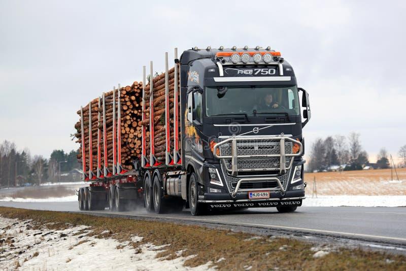 De het Registrerenvrachtwagen van Volvo FH16 vervoert Pulphout royalty-vrije stock foto's