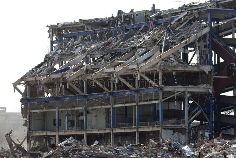 Download De Het Stadionbouw Wordt Van De SHEABOOM Vernietigd Stock Afbeelding - Afbeelding bestaande uit frame, stof: 10783099