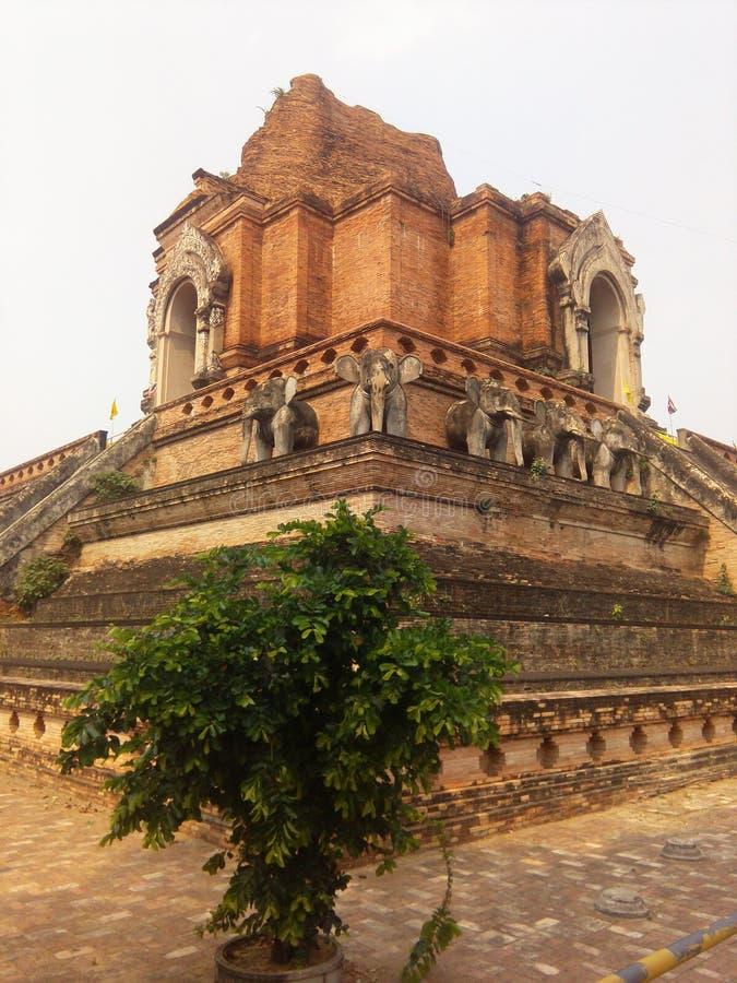 De het Thaise beeldhouwwerk en architectuur van Boedha royalty-vrije stock afbeeldingen