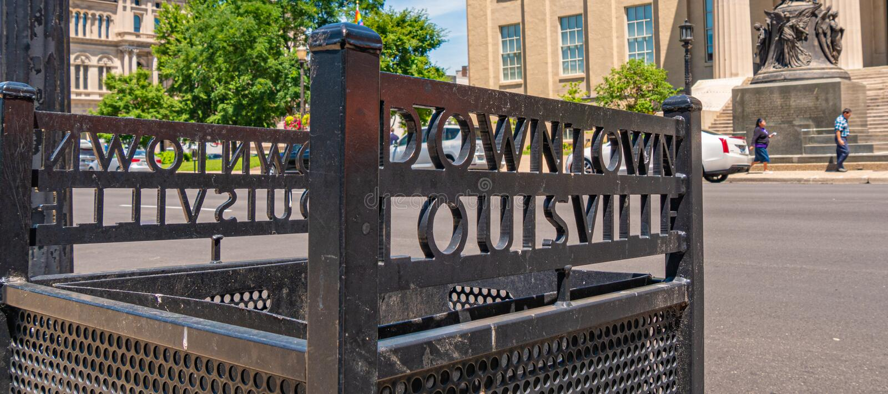 De het vuilnisbak van de binnenstad van Louisville - LOUISVILLE DE V.S. - 14 JUNI, 2019 royalty-vrije stock fotografie