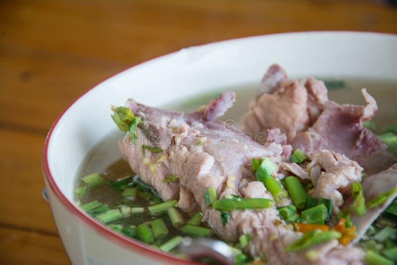 De hete en kruidige hete pot van de varkensvleesrib met Thaise kruiden royalty-vrije stock foto's