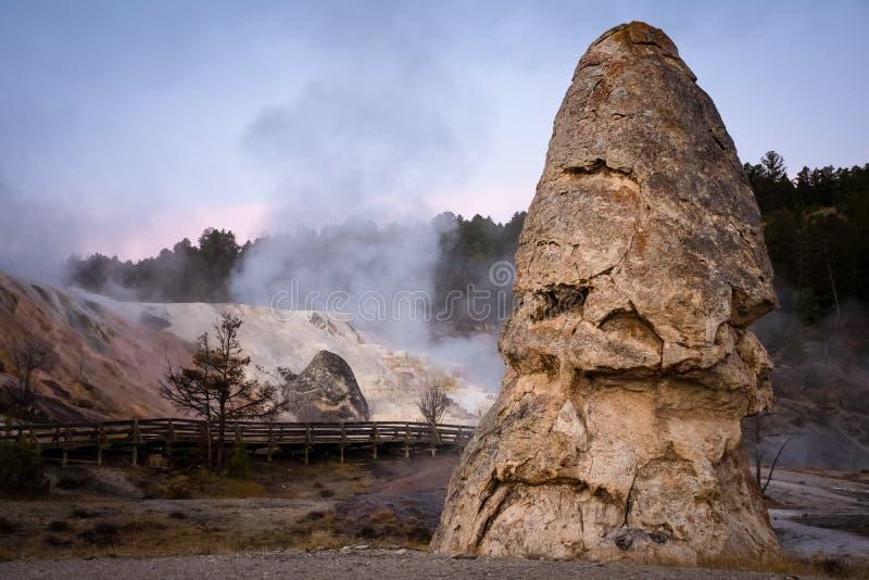 De Hete Lentes van Liberty Cap Rock At Mammoth in het Nationale Park van Yellowstone stock afbeelding