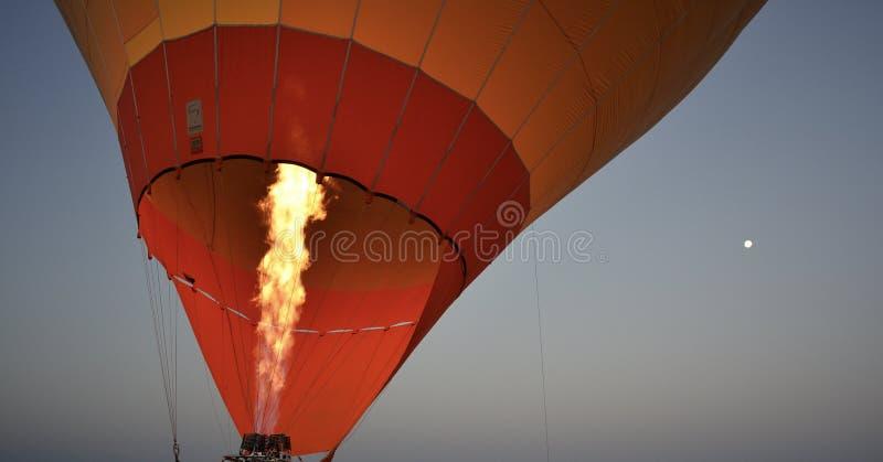 De Hete Luchtballon die van Marokko in Dawn opstijgen stock afbeelding