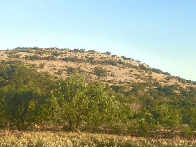 De heuvel beklimt stock afbeelding