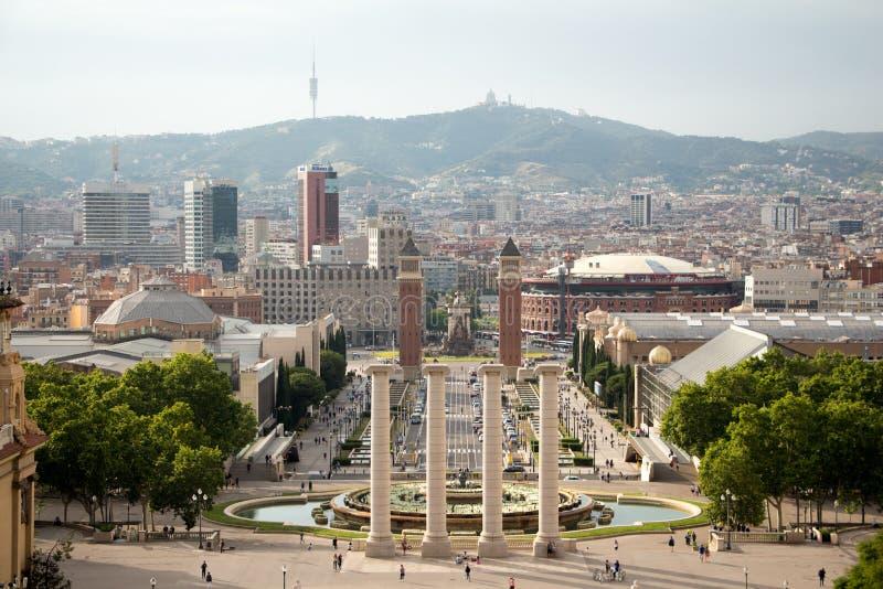 De heuvel van Montjuic van de Weergevenvorm en Nationaal museum van Catalaan aan de stad en Plaza DE Espana royalty-vrije stock foto's
