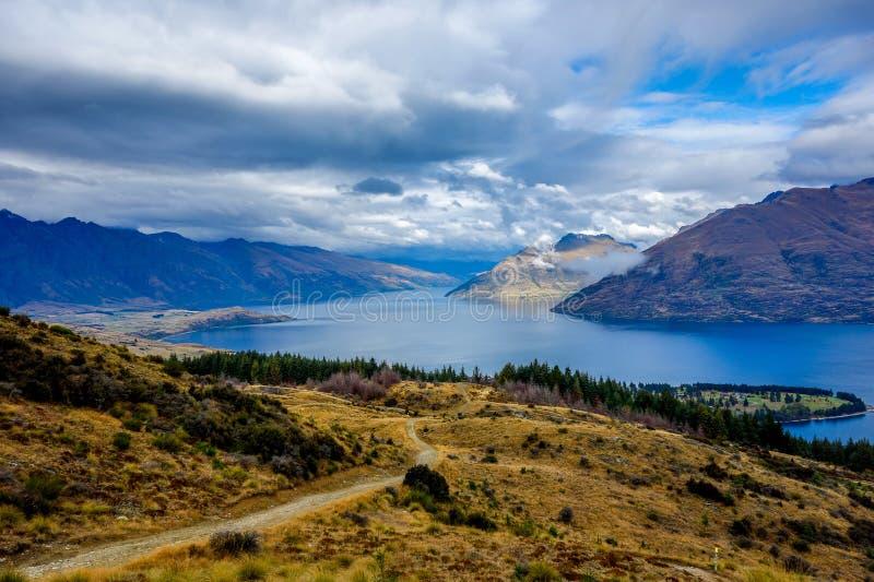De Heuvel van Nieuw Zeeland - Queenstown-- Wakatipu-Meer royalty-vrije stock foto's