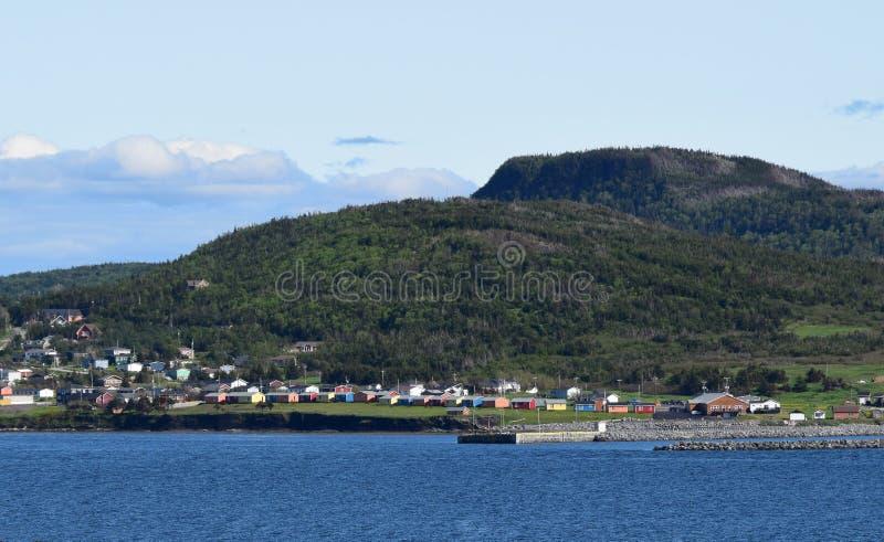 De Heuvels van Rocky Harbour en van het Vooruitzicht, het panorama van Gros Morne stock fotografie