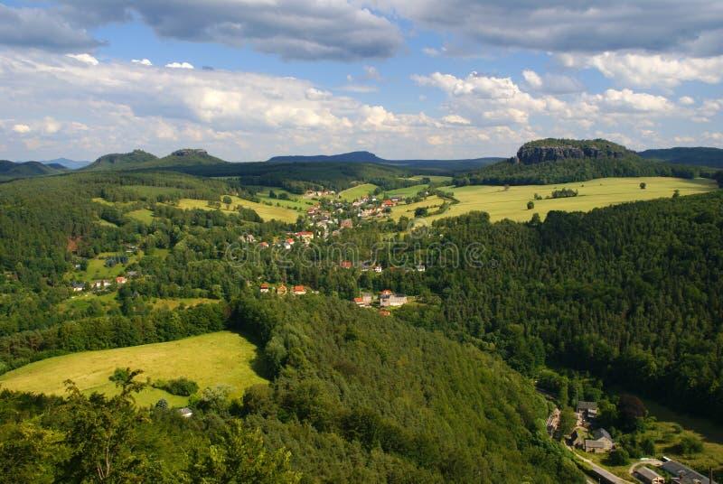 De heuvelslandschap van Saksen stock afbeeldingen
