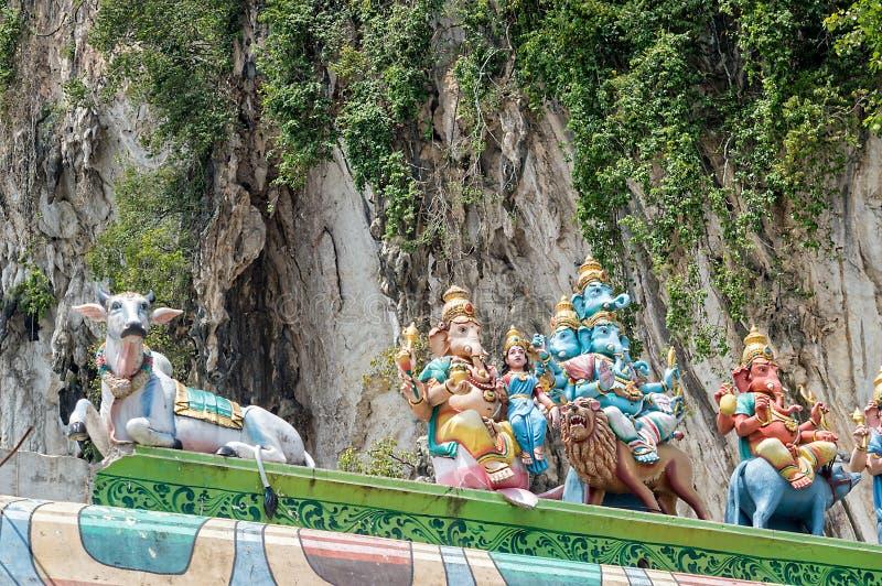 De Hindoese godenstandbeelden met Ganesha in Batu holt dichtbij Kuala Lumpur Malaysia uit royalty-vrije stock foto
