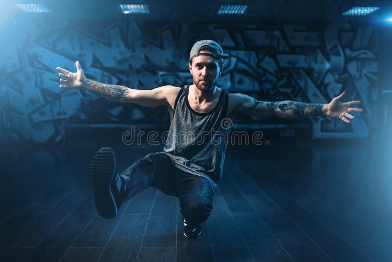 De hiphopprestaties, koelen dans in studio stock foto