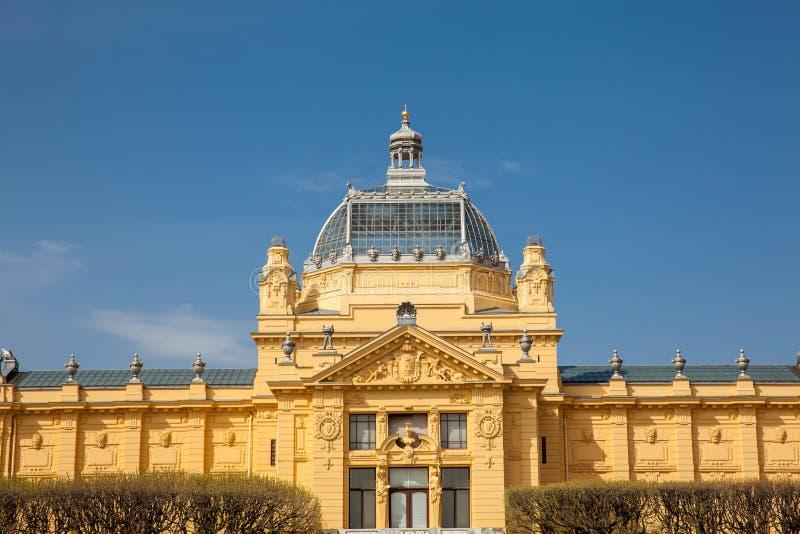 De historische Art Pavilion-bouw in de hoofdstad van Zagreb van Kroatië stock fotografie