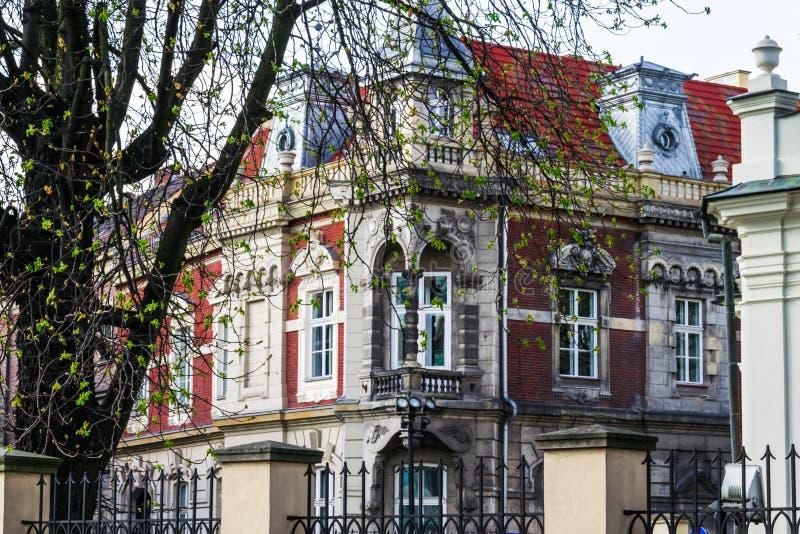 De historische bouw op de straat van Krakau royalty-vrije stock foto's