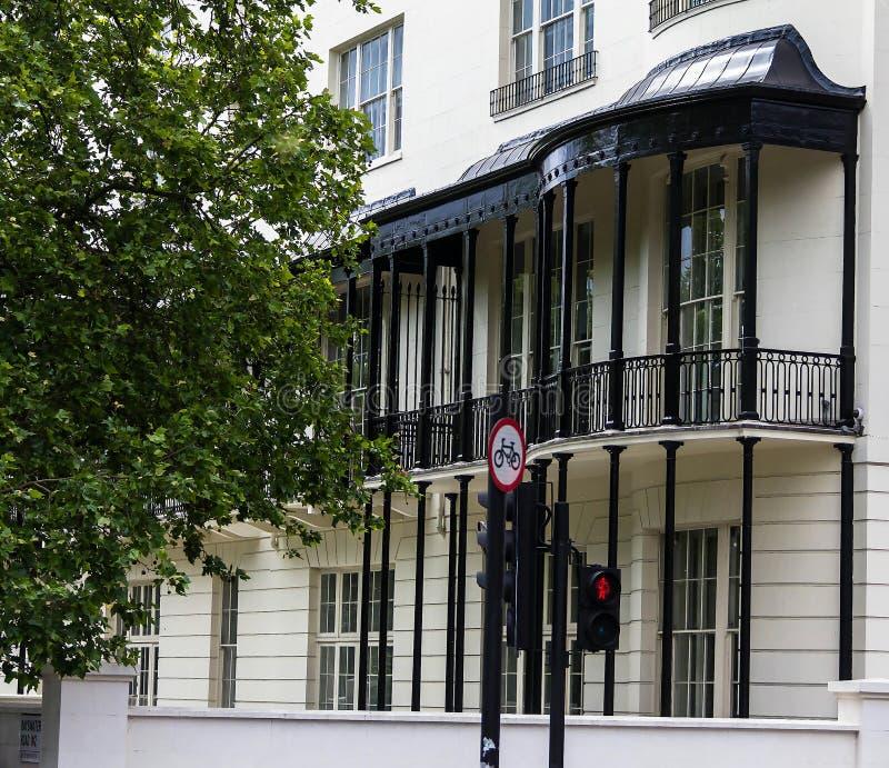 De historische bouw in originele Engelse stijl westminster Londen stock afbeelding