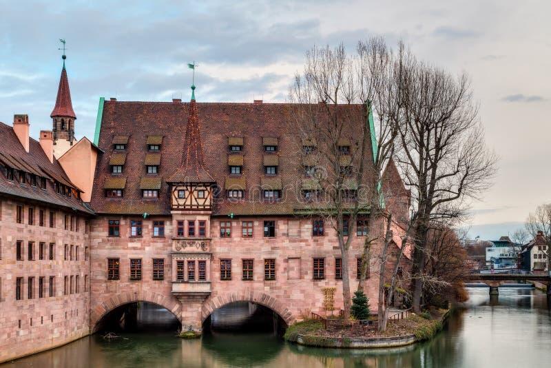 De historische Bouw van het Ziekenhuis van de Heilige Geest in Nuremberg stock foto's