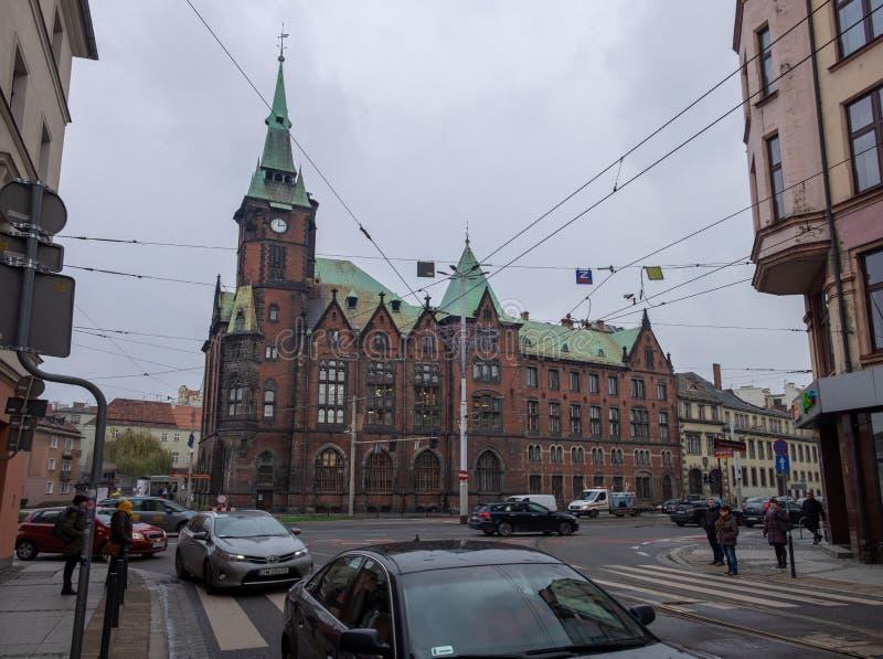 De historische bouw van de Universitaire Bibliotheek van Wroclaw bij koude de winterdag polen stock afbeeldingen