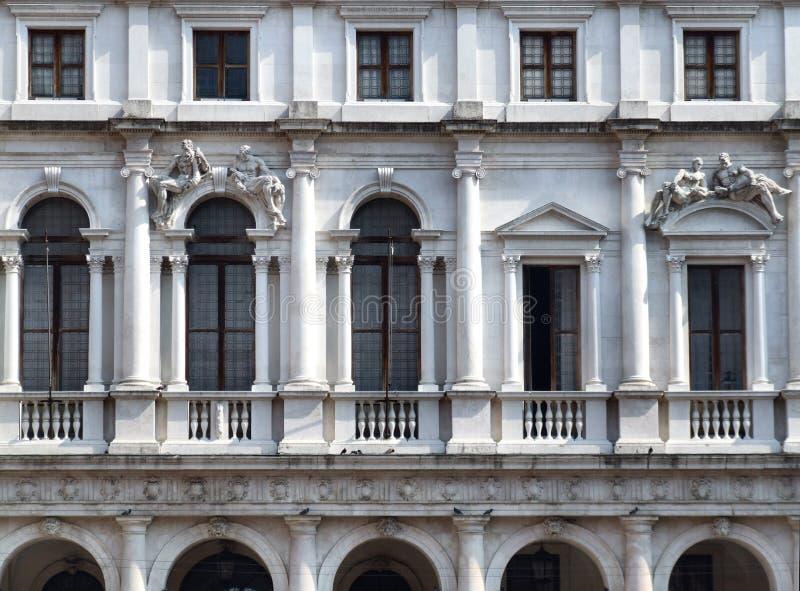 De historische de bouw binnen stad van het Italiaans stock fotografie