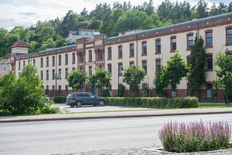 De historische fabrieksbouw in Valdemarsvik stock afbeelding