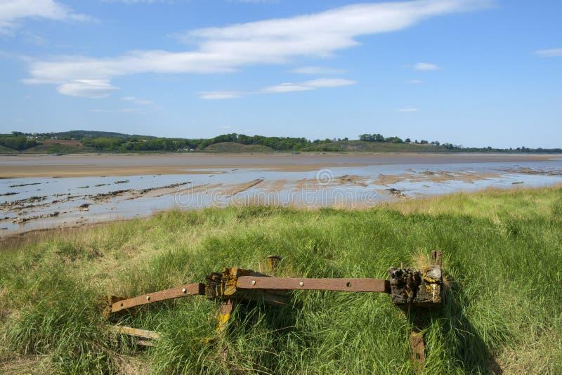De historische getijderegeling van de de erosiebescherming van de rivierbank bij Purton-Rompen, Gloucestershire, het UK stock fotografie