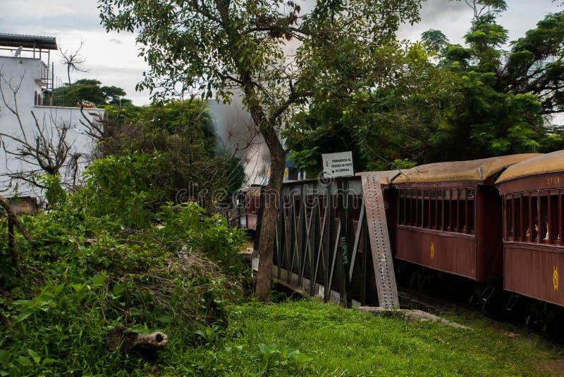 De historische Locomotief van de Stoom in Liradentes 14 km snakken historische spoorweg die tot Sao Joao del Rei in de staat van  royalty-vrije stock fotografie