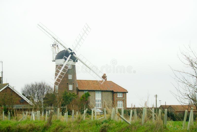 De historische windmolen van Norfolk in Weybourne stock afbeeldingen