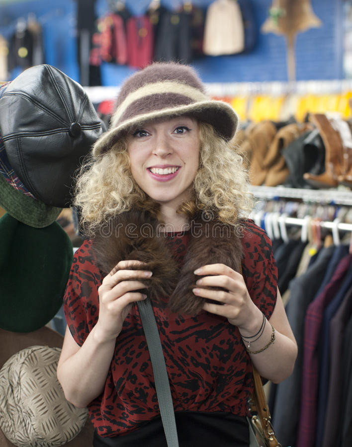 De hoed van het meisje het winkelen royalty-vrije stock foto's