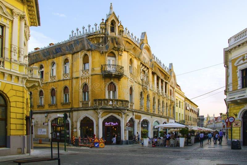 De hoekbouw in Oradea, Roemenië stock afbeelding