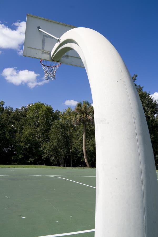 De hoepel van het basketbal bij lokaal park royalty-vrije stock foto's