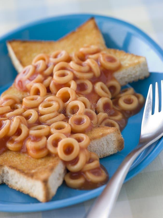 De Hoepels van de spaghetti op Ster Gevormde Toost royalty-vrije stock foto