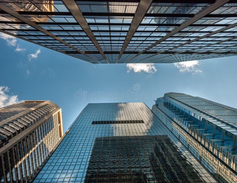 De hoge gebouwen van het stijgingsbureau van bottom up mening in Philadelphia royalty-vrije stock afbeeldingen