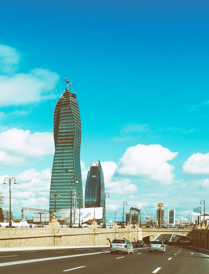 De hoge moderne bouw in Baku stad royalty-vrije stock foto's