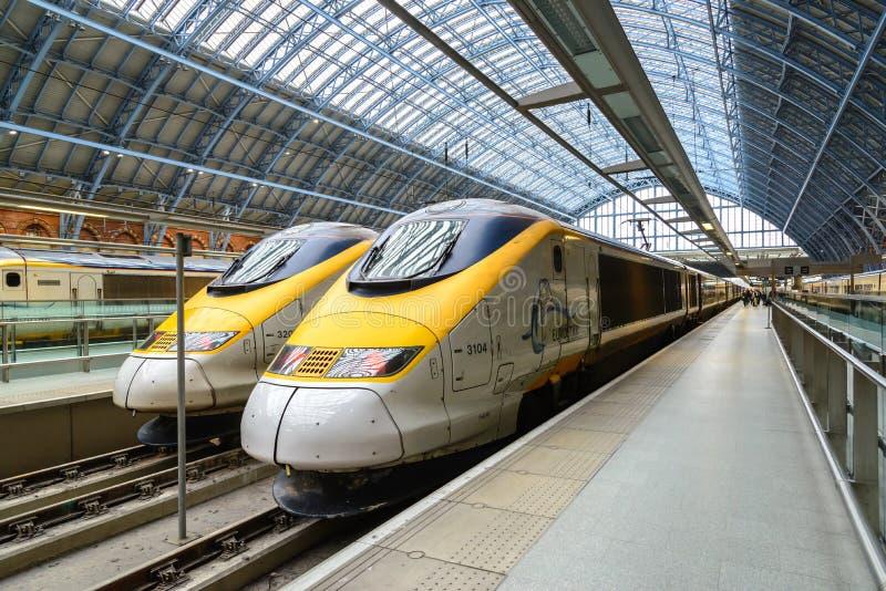 De hoge snelheidstrein van Eurostar in Londen, het UK stock fotografie