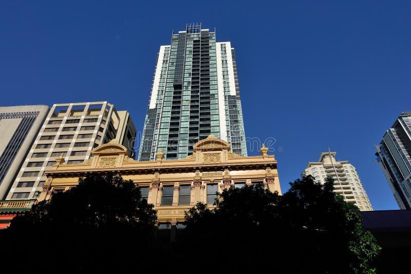 De hoge stijgingsbouw in de Stad van Brisbane stock afbeeldingen
