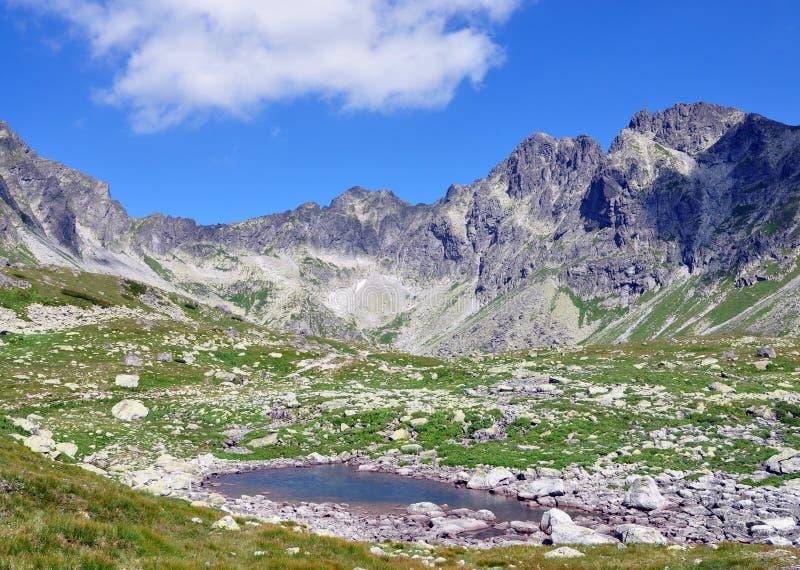 De Hoge Tatras-bergen en het meer, Slowakije, Europa royalty-vrije stock fotografie