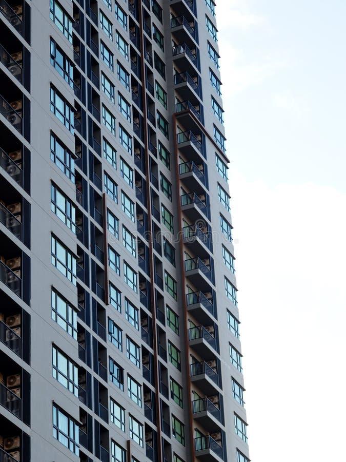 De hoge van de de flatruimte van de stijgings moderne eigentijdse stijl ingezetene bouw stock foto