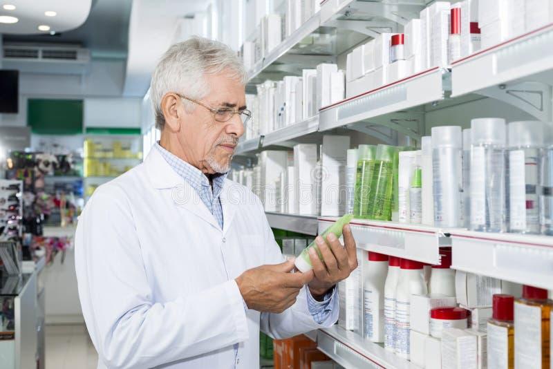 De hogere Apotheek van Chemicusholding product in stock afbeeldingen