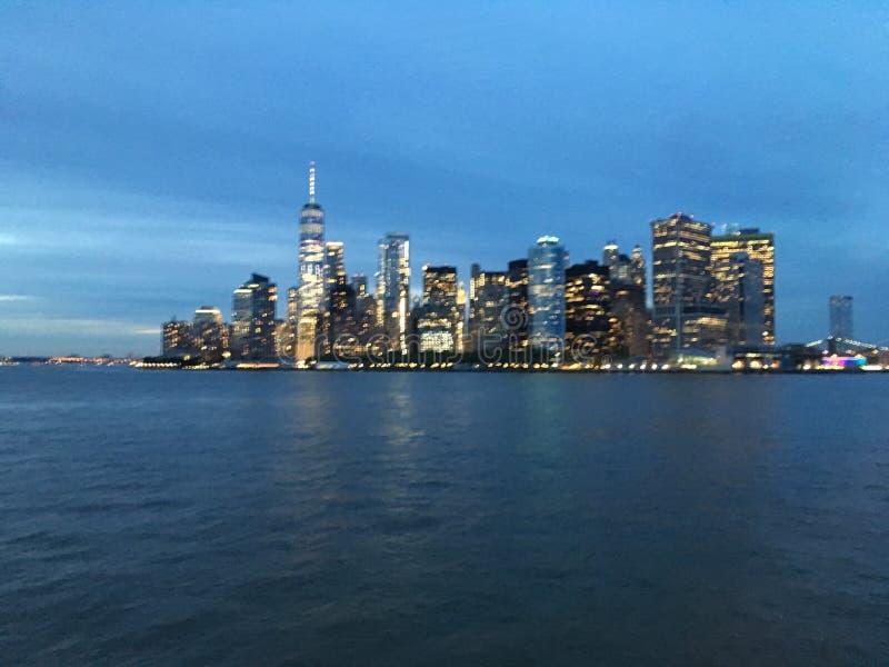 De hogere Baai van New York tijdens Zonsondergang in Juni in New York, NY stock afbeeldingen