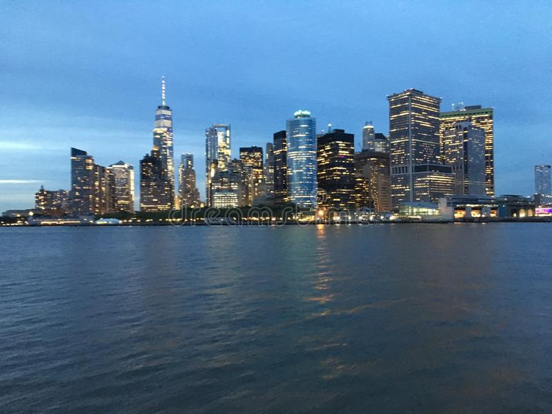 De hogere Baai van New York tijdens Zonsondergang in Juni in New York, NY stock fotografie