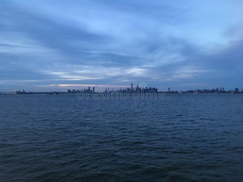 De hogere Baai van New York tijdens Zonsondergang in Juni in New York, NY stock foto
